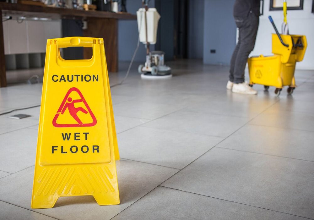 4 Reasons to Outsource Your Commercial Cleaning